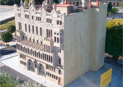 Antoni Gaudí 211